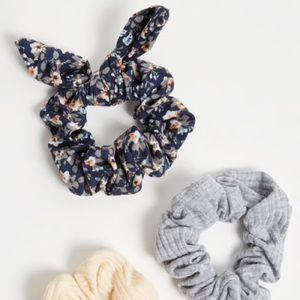 Rue21 Accessories - 3-Pack Navy Floral Print Bow Scrunchy Set.